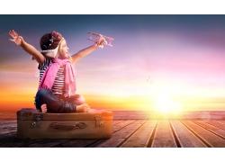 行李箱上拿飞机的女孩图片