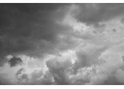 乌云密布的天空