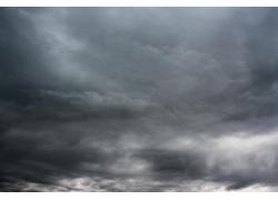 暴风雨前的天空