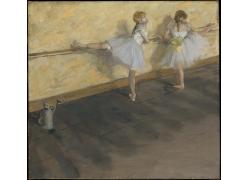 白色裙子芭蕾女孩图片