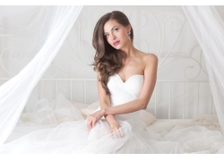 床上的美丽新娘