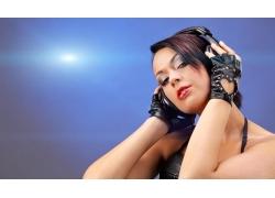 戴耳机的美女DJ师