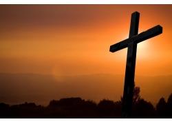 黄昏中的十字架