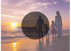 海边家人和圆形阴影图片