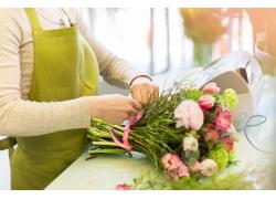 女人与花朵