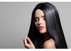柔顺的黑发美女