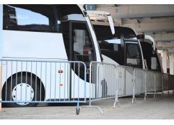 停车场里的大巴车