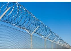栅栏上的铁丝网