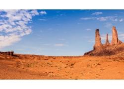 蓝天与沙漠