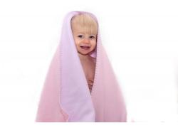 戴浴巾的可爱baby