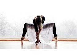 训练舞蹈的女人