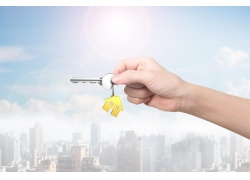房屋和拿钥匙的人