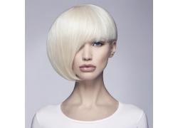 白色头发的美女
