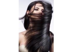 甩头发的女人