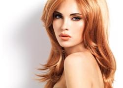闪耀的金发美女
