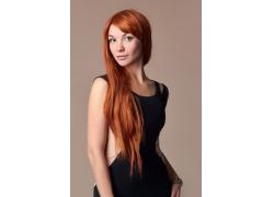 橘色头发的而美女