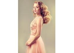 粉色裙子的美女