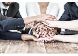 手摞在一起的团队