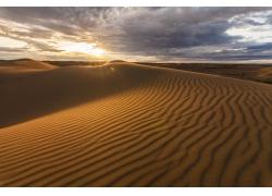 沙漠天空乌云