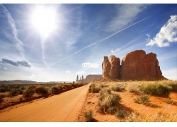 荒漠中的公路