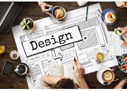 办公桌上的设计图