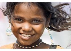 微笑的印度女孩