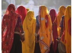 戴头纱的印度女人背影