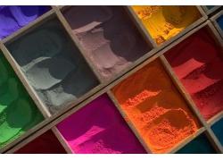 盒子里的彩色粉末
