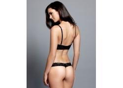 穿性感内衣的女人背影