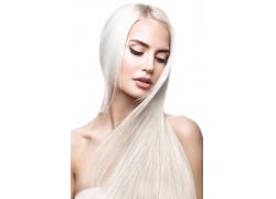 白色头发女孩