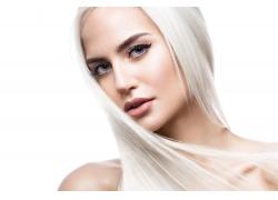 白色长发的女人