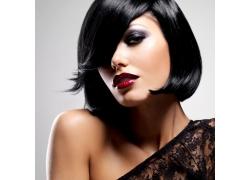 黑色短发的女人