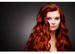 红发时尚美女