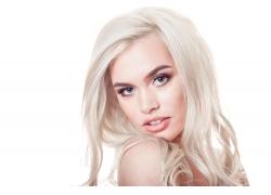 白发时尚美女