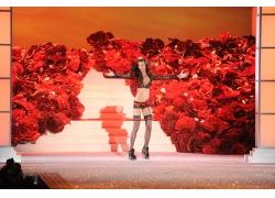 舞台上的时尚美女
