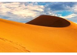 蓝天下的沙丘