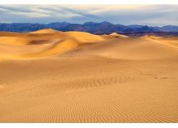 天空沙漠山峰背景