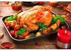 美味的烤鸡和蜡烛