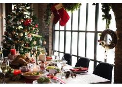 美味的食物和圣诞树