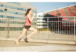 跑步的外国美女
