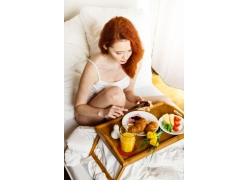 吃早餐的性感女人