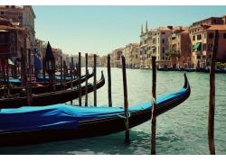 城市河流船背景