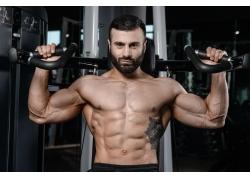 运动锻炼的肌肉猛男图片