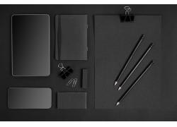 平板电脑和铅笔