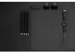 黑色铅笔和手表