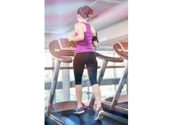 跑步机健身的女子