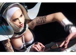 打碟的美女DJ