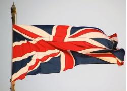 旗杆飘动的英国旗帜