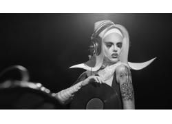 戴耳机的美女DJ