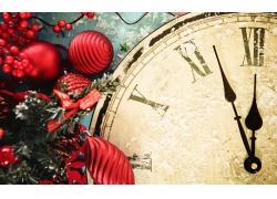圣诞球与时间钟表